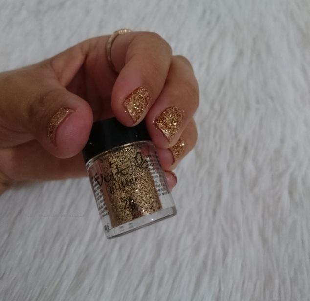 unhas-carnaval-glitter-dourado-vult