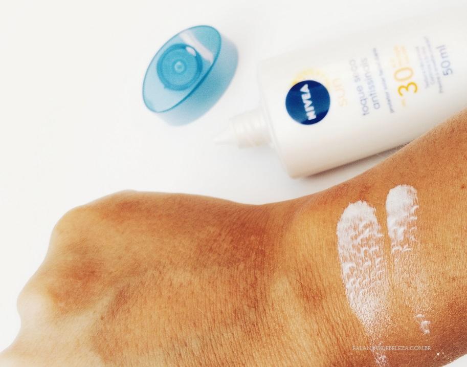 Nivea-Sun-Toque-Seco-Antissinais-FPS-30-Textura