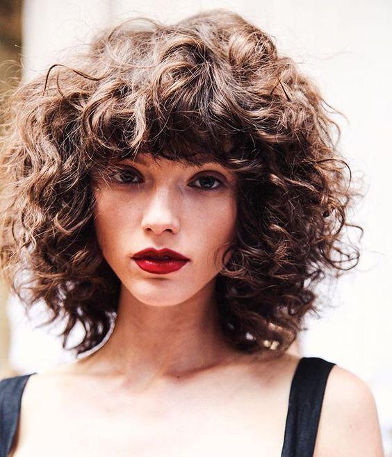cortes-de-cabelos-franjas-cabelo-cacheado-curto