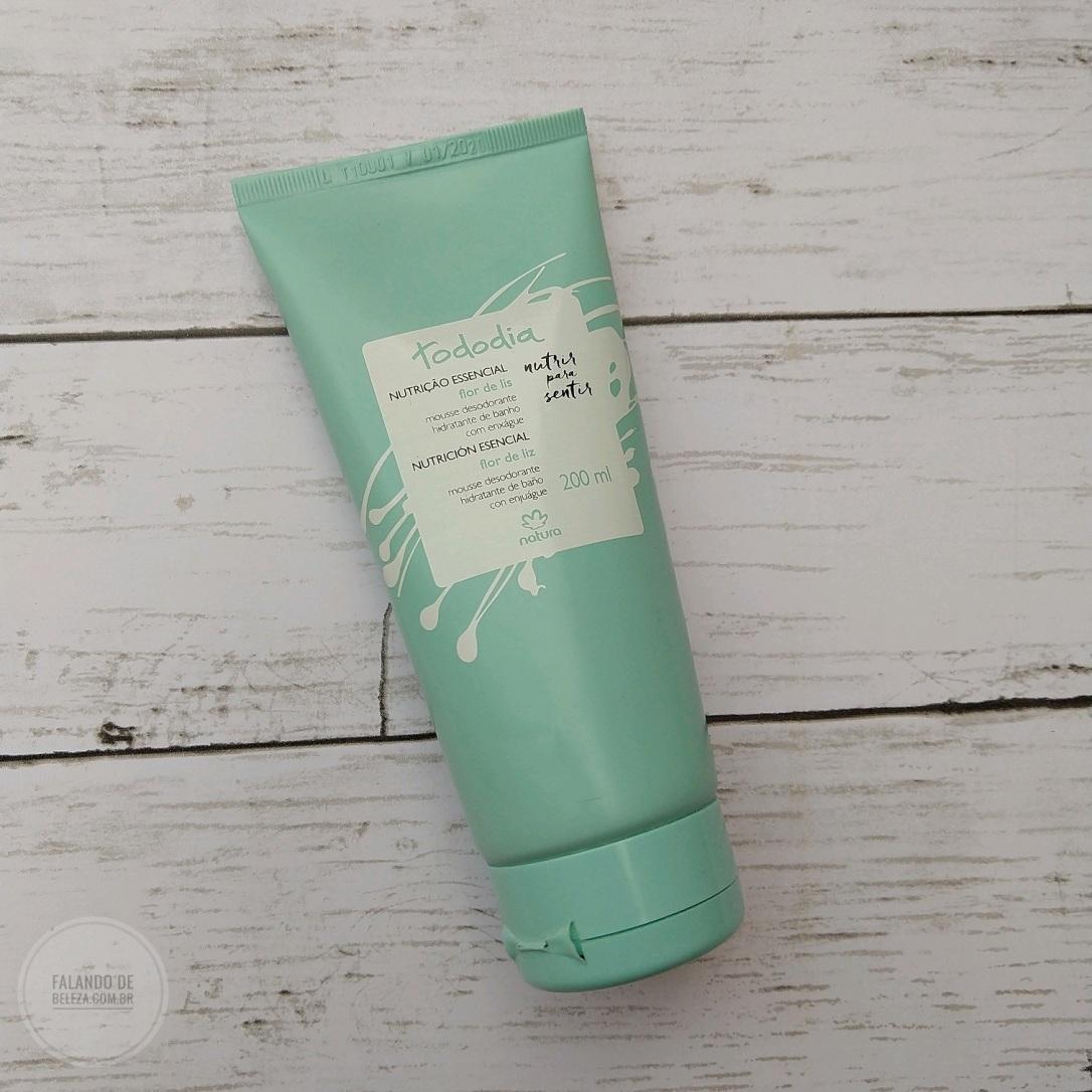 Mousse-Desodorante-Hidratante-de-Banho-Flor-de-Lis-Natura-Tododia
