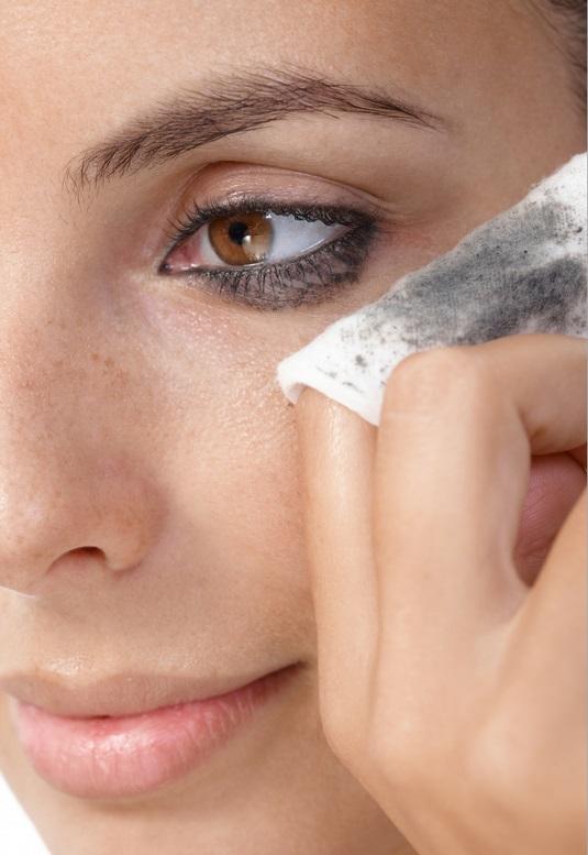 4-Dicas-Para-Remover-Maquiagem-Pesada