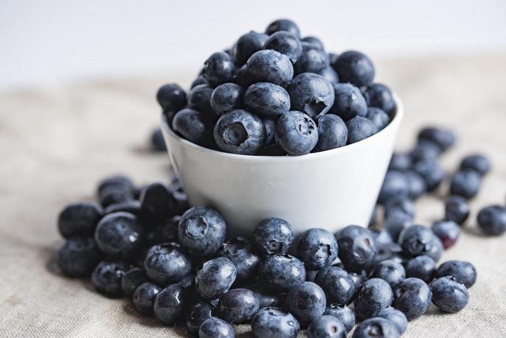 melhores-frutas-para-pele-mais-bonita-blueberry